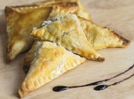 Empanadas de hongo y queso fundido