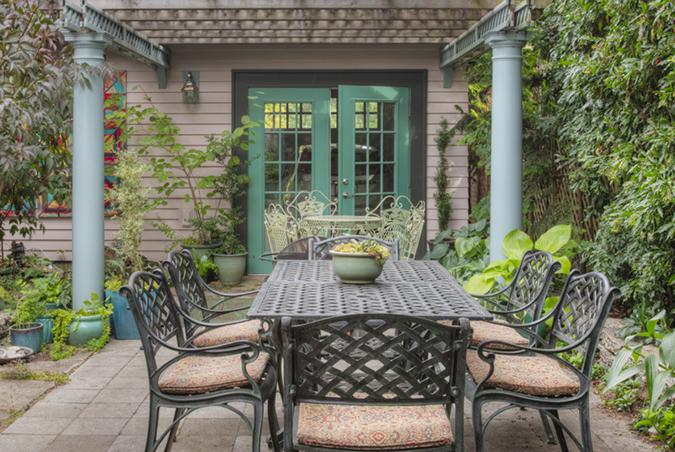 Alto presupuesto en la terraza y el jardín