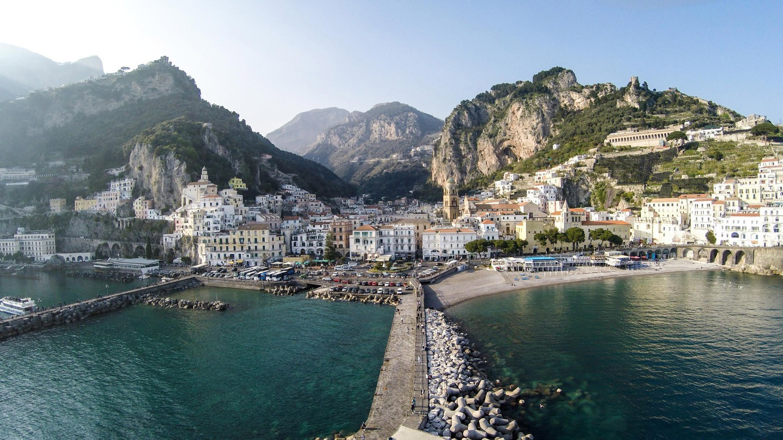 Amalfi-bay,-Italia-by-iRus
