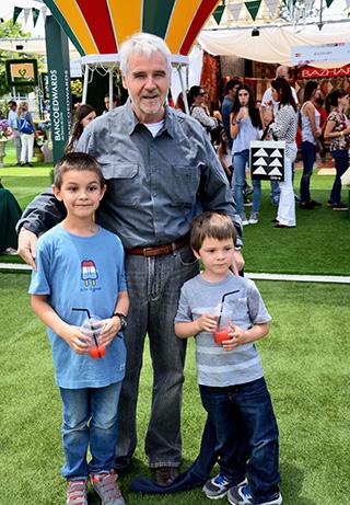 Baltazar Sánchez junto a sus nietos Baltazar y Santiago Sánchez
