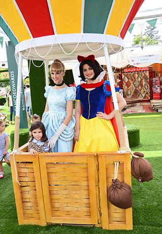 Delfina Noguera junto a las Princesas