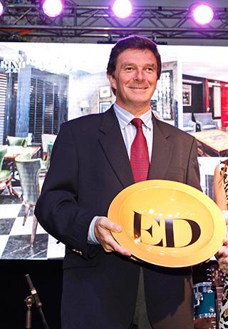 Folke Bergström recibiendo el premio a Mejor Hotel por The Singular Lastarria