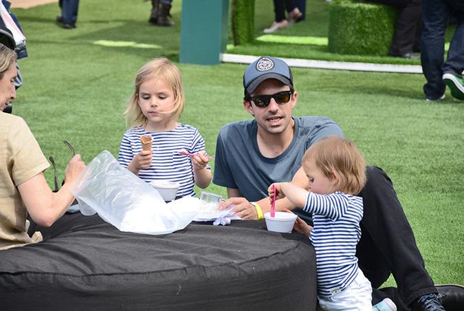 Nicolás Jobet y sus hijas Ana y Clara