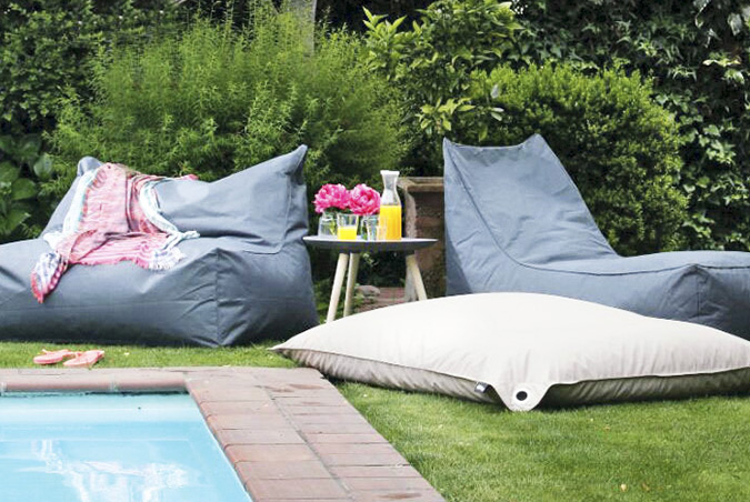BEANBAGS - Stand 64